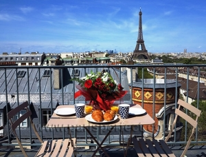 large_2-paris-apartment-with-balcony-eiffel-tower