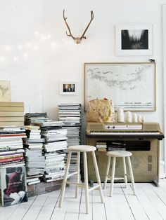 The stacked look makes for a purposeful frenzy of eclectic bliss. Photo courtesy of Pinterest.com